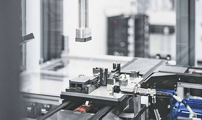 Flexible transport of workpieces