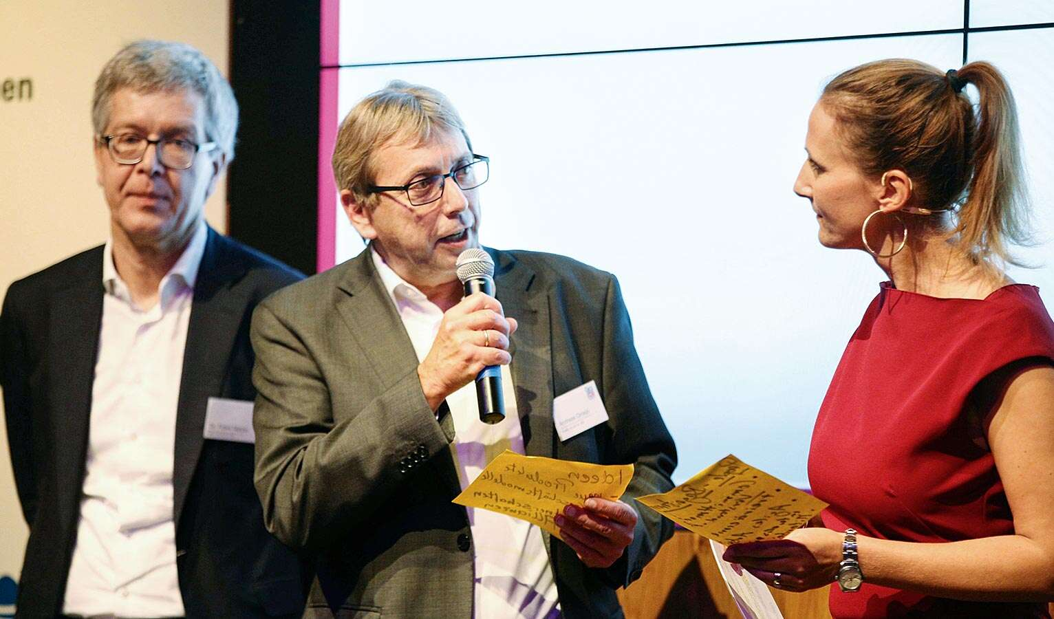 Dr Frank Melzer, director of Product and Technology Management (left), and Andreas Oroszi, head of Digital Business, on stage at the awards ceremony. Image source: Paul Knecht/storytile