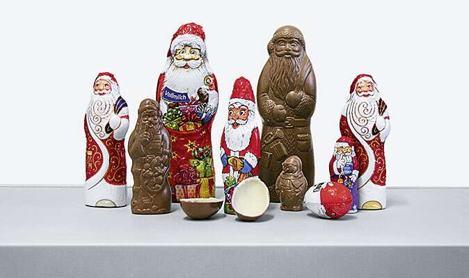 Production of chocolate Father Christmases with automation technology