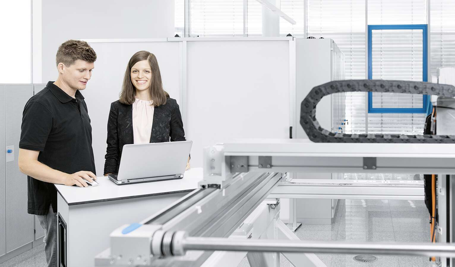 Research engineer Lena Hägele (right): after a scholarship, she joined the company directly