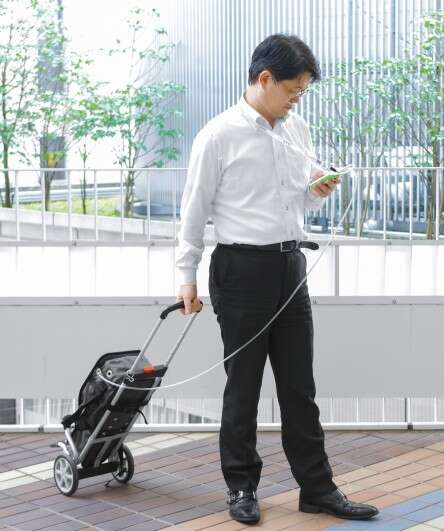 As compact as a smartphone: Musashi Medical Laboratory's IVY flow regulator for oxygen conservers can be held conveniently in the hand for operation and fits in any shirt or trouser pocket.
