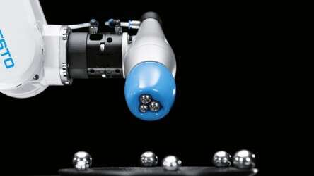 Festo FlexShapeGripper: energy-free holding, even when collecting more than one object in a single procedure
