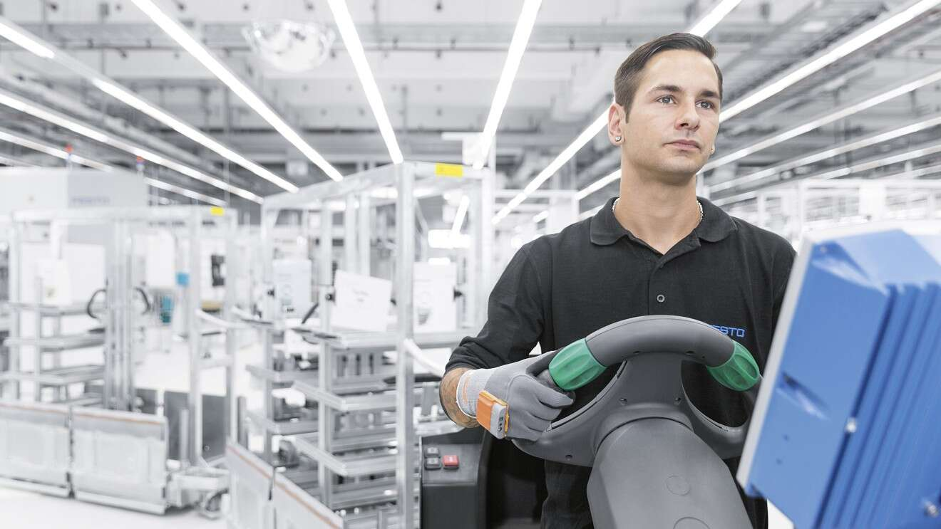 The ProGlove in action at Festo.