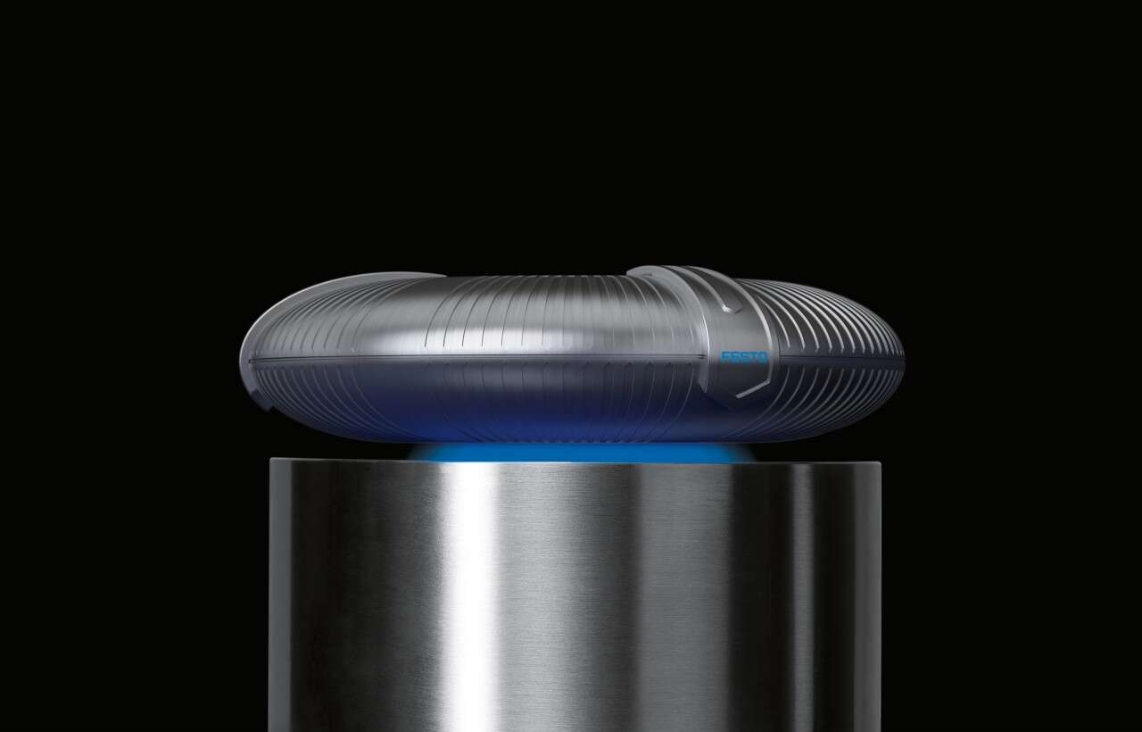 Festo SupraMotion: the magnetic puck then levitates above the superconductor