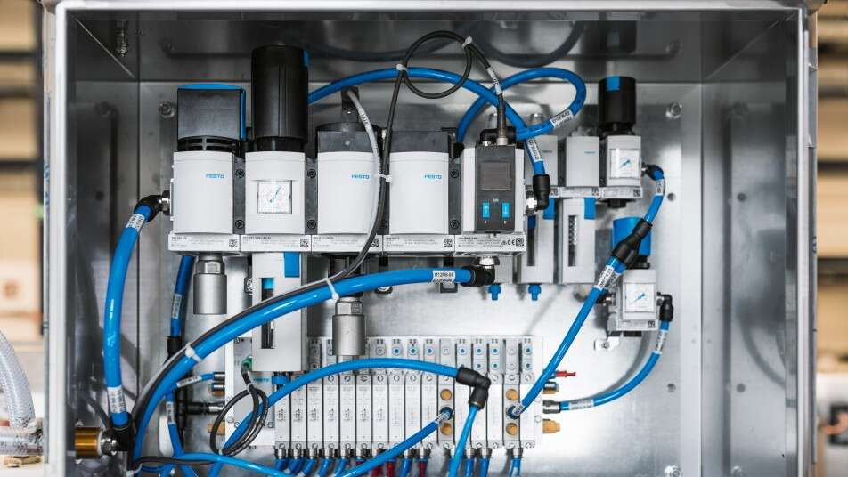 Valve terminal VTUG with IO-Link® and MS series compressed air preparation with fine, ultrafine and activated carbon food filters in a control cabinet.