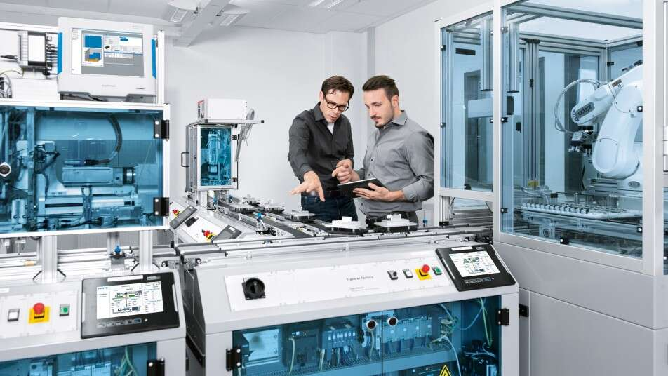 Workers test Industry 4.0 technologies on the cyber–physical learning and research platform