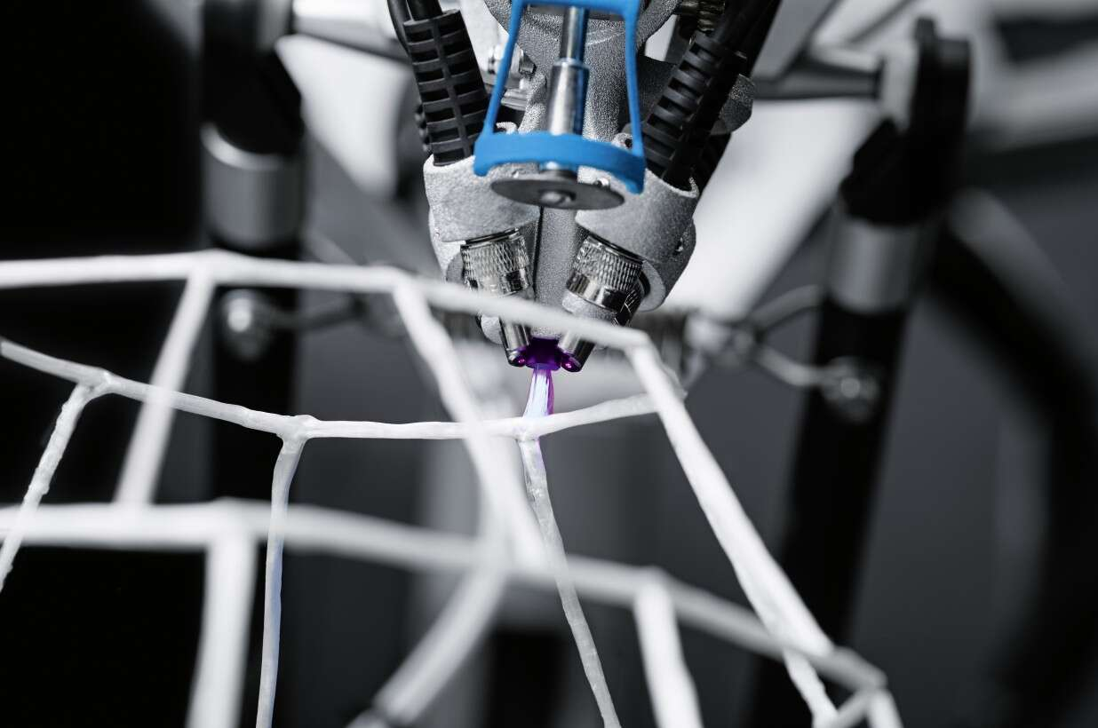 Festo 3D Cocooner: with the aid of UV light, glass fiber and resin are fused into a solid lattice