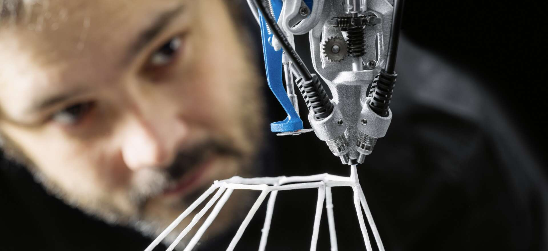 Festo 3D Cocooner: bionic lattice structures from the robotic spinneret