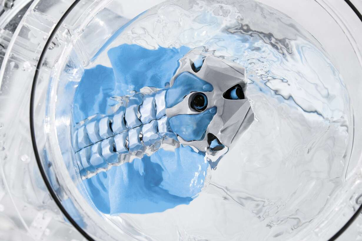Festo BionicFinWave: optimally designed body with integrated on-board electronics