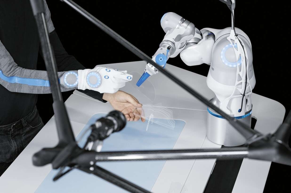 Festo BionicWorkplace: permanent acquisition of worker position and movement