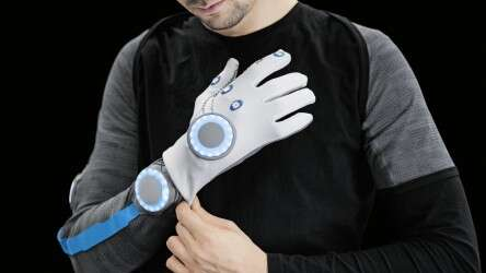 Festo BionicWorkplace: specially developed wearables with sensors