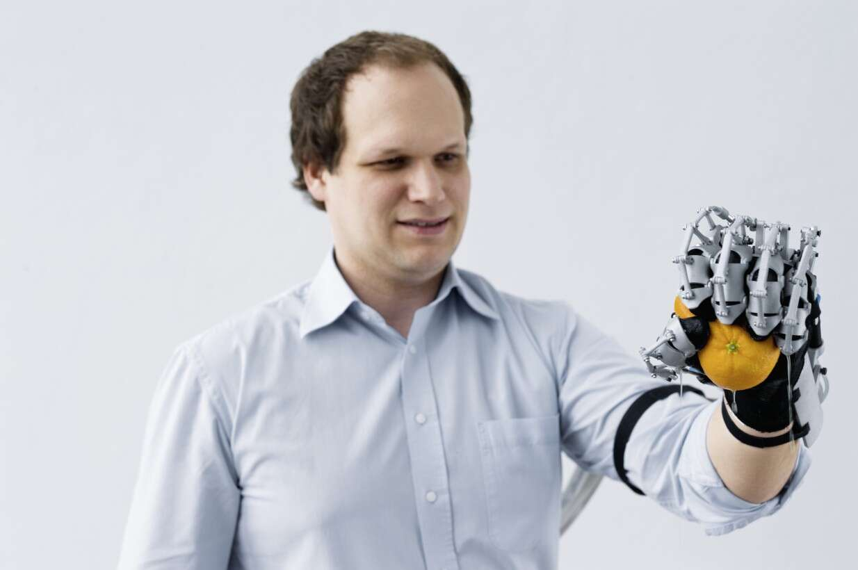 Festo ExoHand: increased holding forces due to pneumatic actuators