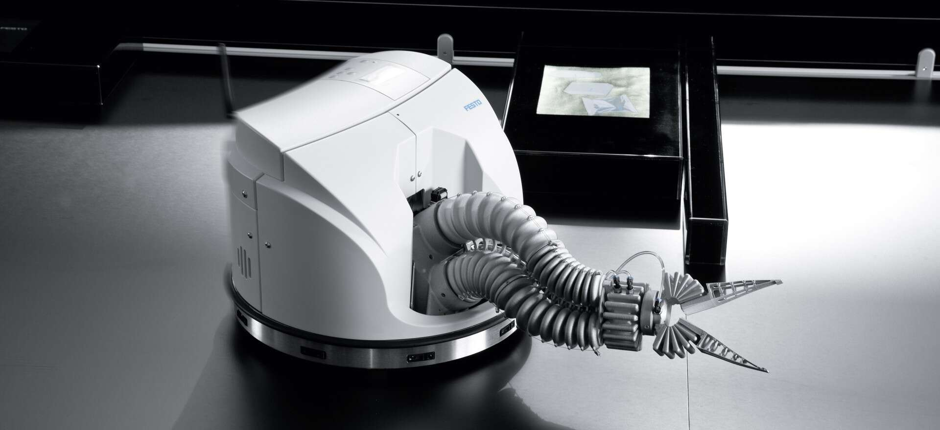 Festo Robotino® XT: mobile learning system with handling assistant