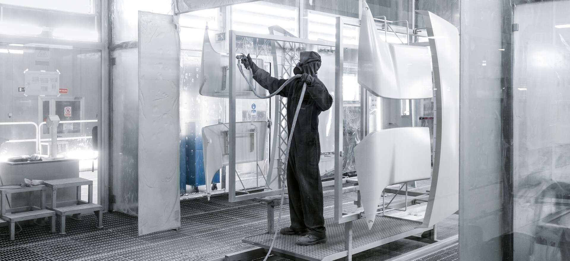 Energy efficiency in action: manually spraying plastic car body parts at the IVECO plant in Madrid.