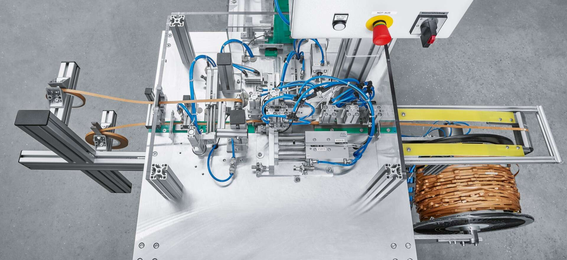 Clever solution: the new machine at Straus GmbH is used for the fully automated production of spacers for transformer windings.