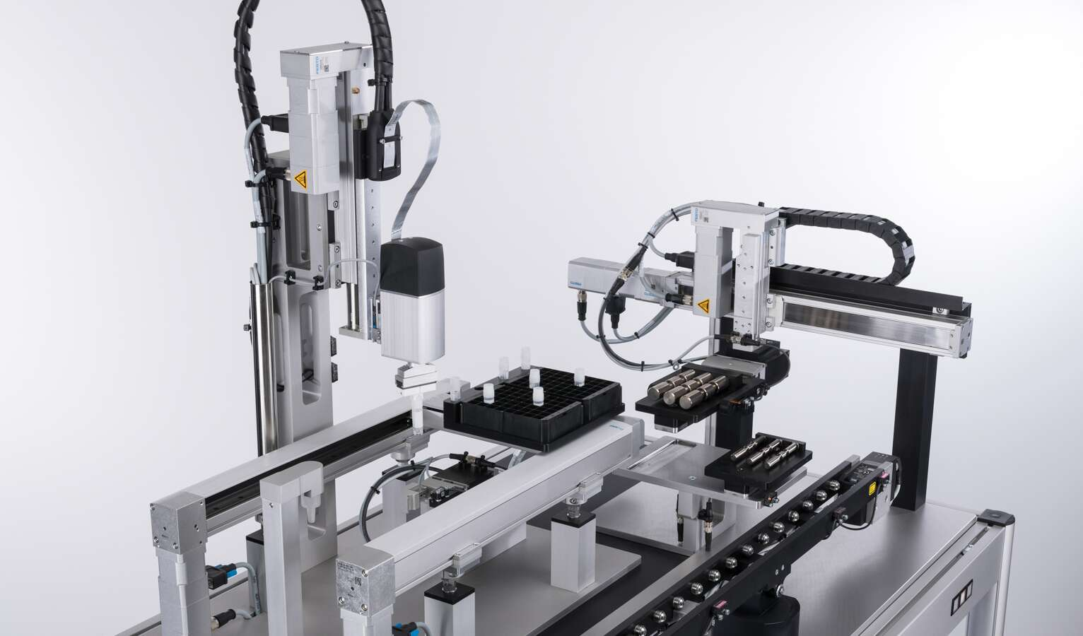 Automated opening and closing of sample vials