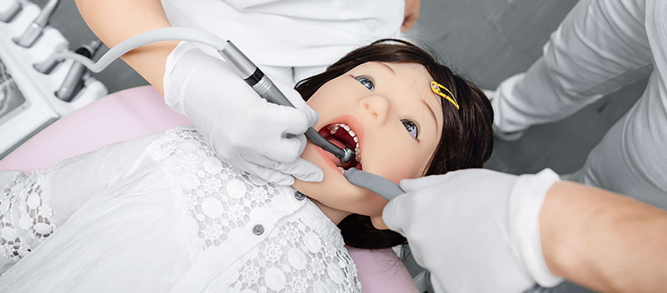 Fidgeting, twitching or sudden closing of the mouth: The humanoid robot for training purposes simulates the possible behavior of children during a dental treatment
