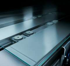 Transporting coated glass modules practically without contact with solutions from Festo