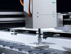 Fast, gentle and reliable gripping of wafers: Festo H-gantry with Bernoulli gripper